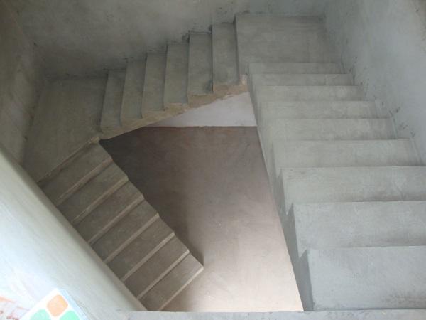 монолитная маршевая лестница