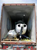 Разборка и упаковка самолета Cessna 172 перед отправкой в Москву