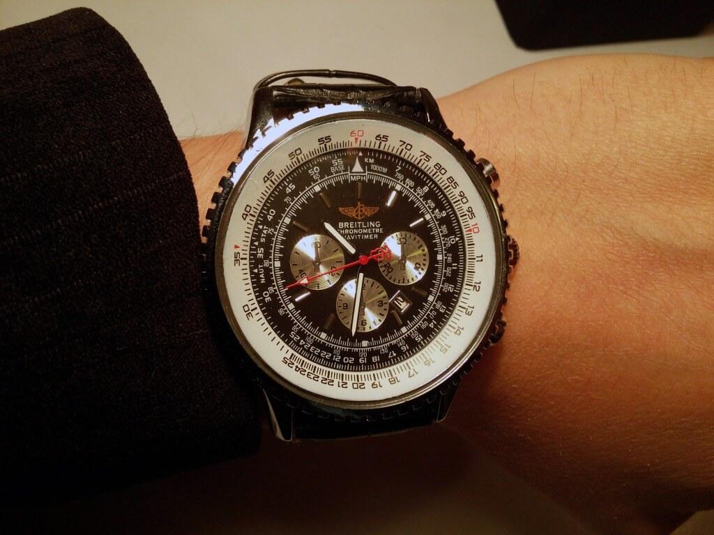 Фото часов Breitling на руке