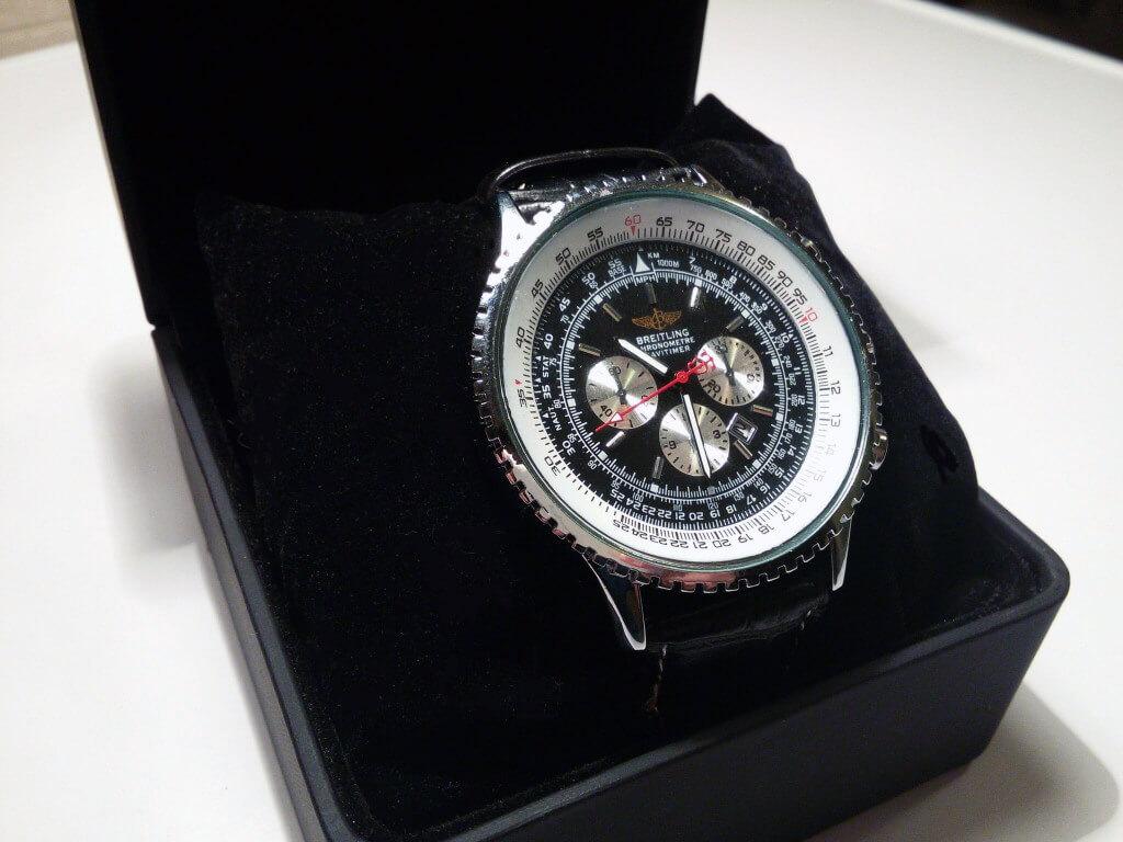Фото часов Breitling Navitimer в коробочке