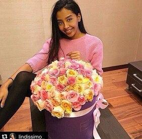 Букет в фиолетовой шляпной коробке XXL с пионовидными розами Love Box