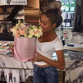 Букет в розовой шляпной коробке микс цветов Love Box