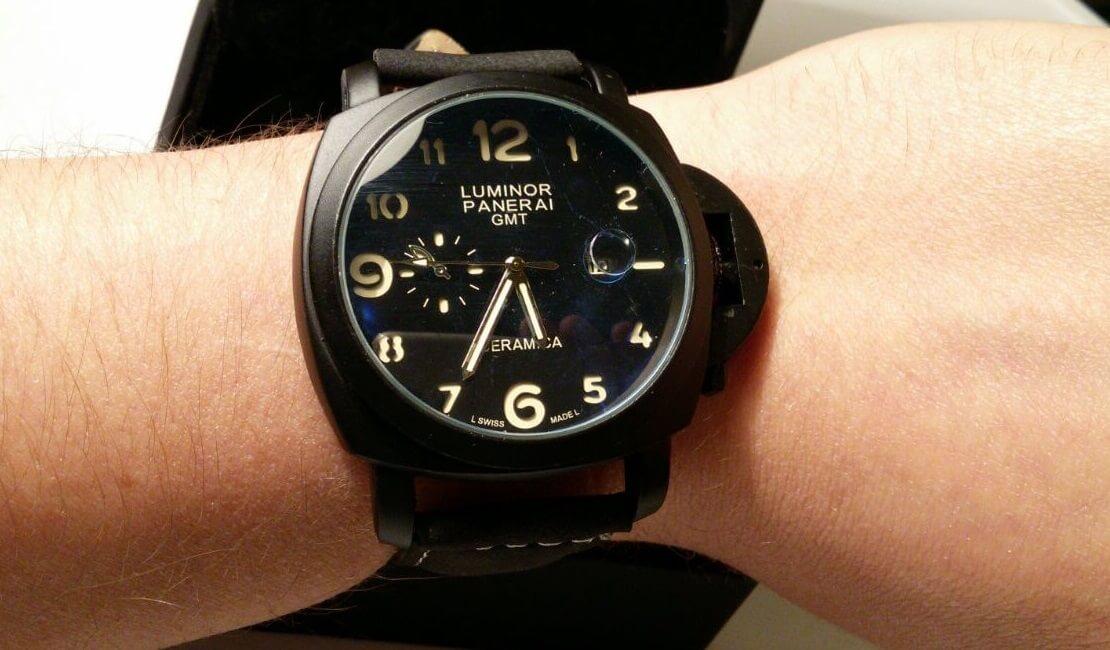 Часы Panerai на руке