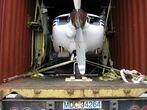 Разборка и упаковка Aero Commander 114 в контейнер перед отправкой в Москву
