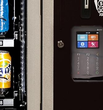 """Купить товары в автомате """"Чао-Какао"""" можно при помощи банковской карты"""