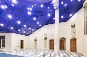 Сложный высокий потолок