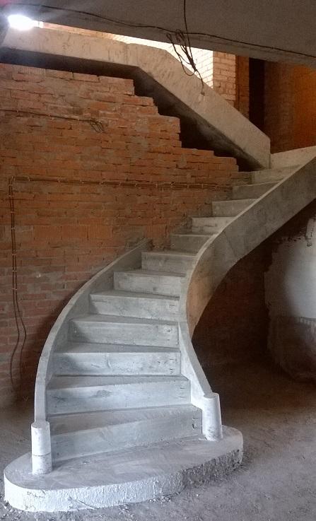 красивая монолитная лестница