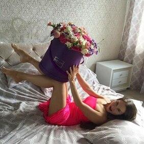 Букет в фиолетовой шляпной коробке микс цветов Love Box