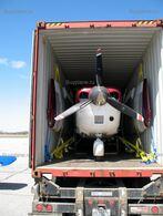 Упаковка самолета Cessna 206 перед отправкой в Москву