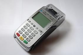 воствновленный пос терминал VeriFone для приёма платсиковых карт