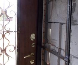 Обварка входной двери в проеме